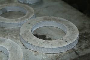ФКП «БОЗ» предлагает широкий спектр услуг по раскрою и фигурной резке листовых металлов, на машине плазменной резки с ЧПУ.